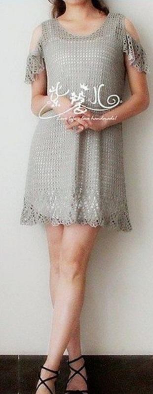 Платье с открытыми плечами крючком