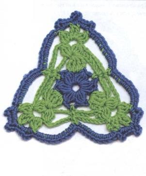 Треугольный мотив крючком